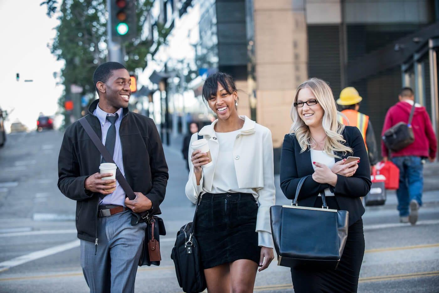 LA-Intern-Student-Intern-Housing-group-walking