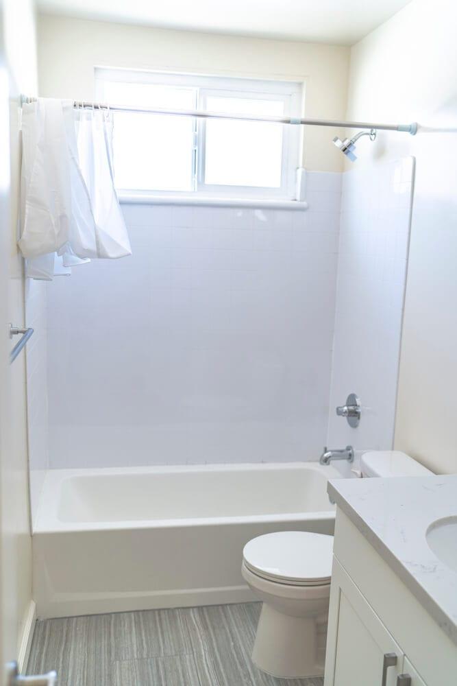 intern housing in LA Bathroom