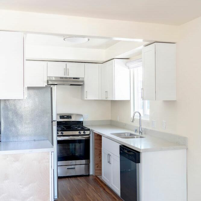 intern housing in LA Kitchen